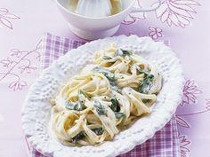 Pasta mit cremiger Spinatsauce - smarter - Kalorien: 468 Kcal - Zeit: 20 Min. | eatsmarter.de