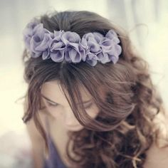 awesome bridesmades hairstyle <3