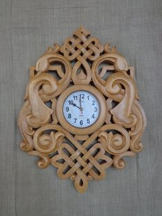 Фотография Wood Crafts, Diy And Crafts, Wall Clock Frame, Handmade Clocks, Wood Plane, Leather Working Tools, Chip Carving, Cnc Wood, Wood Carving Patterns