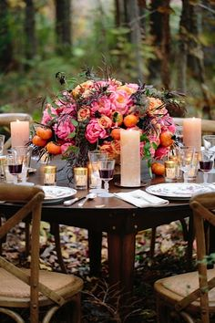 I am in love with this arrangement with the oranges and the candles on the table, so beautiful!