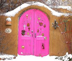 Bright Pink Radius Doors: Santa Fe, New Mexico / photo by sfss Cool Doors, Unique Doors, Entrance Doors, Doorway, Front Doors, Gates, Santa Fe Style, Knobs And Knockers, Land Of Enchantment