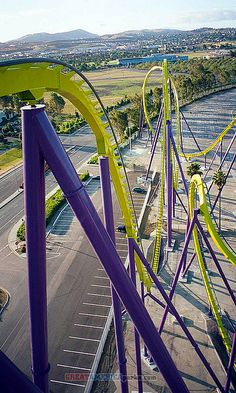 Medusa - Six Flags, Vallejo, CA Need to go to all six flags theme parks. Scary Roller Coasters, Roller Coaster Theme, Amusement Park Rides, Abandoned Amusement Parks, Champs, Park Resorts, Water Slides, Water Parks, Places To Go
