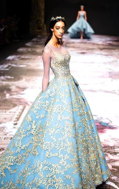 Floral Wedding Gown, Wedding Gowns, Lehenga Wedding, Wedding Bells, Evening Dresses, Prom Dresses, Mode Inspiration, Couture Collection, Winter Collection