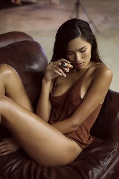 Hot chick smoking a cigar... now that's sexy