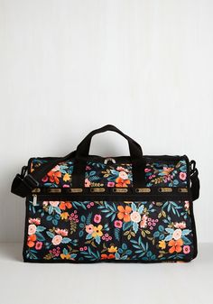 Flower Patch Things Up Weekend Bag. Traveling is a true delight when your passenger is this floral weekender bag! #black #modcloth