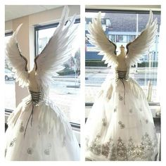 Deciding on a witchy wedding? You're in the right place. Browse through Gothic Steampunk, and Halloween wedding dresses, cakes, flowers, and table settings Pretty Dresses, Beautiful Dresses, Beautiful Dream, Wedding Dress With Feathers, Halloween Karneval, Fantasias Halloween, Fantasy Gowns, Fantasy Art, Costume Design