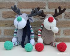 Dots & HOOK: Reindeer!! How cute would these be guarding the stockings at Christmas?