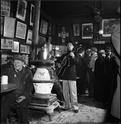 PopSpots - Woody Guthrie at McSorley's Old Ale House, 1943