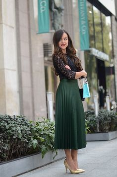 Fantastic ideas for how to wear casual outfits spring midi skirts 32 – wonders style Pleated Skirt Outfit, Long Skirt Outfits, Modest Outfits, Classy Outfits, Chic Outfits, Spring Outfits, Dress Skirt, Midi Skirts, Business Casual Outfits