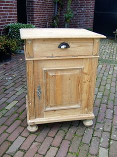 Verkocht Goemans meubelen Hulderstraat 16 5823 AP Maashees Tel. 06 – 1214 5812 rob.goemans@ziggo.nl Nightstand, Table, Furniture, Home Decor, Decoration Home, Room Decor, Night Stand, Tables, Home Furnishings