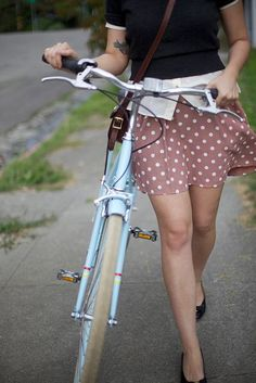 Girls on Bicycles : Photo