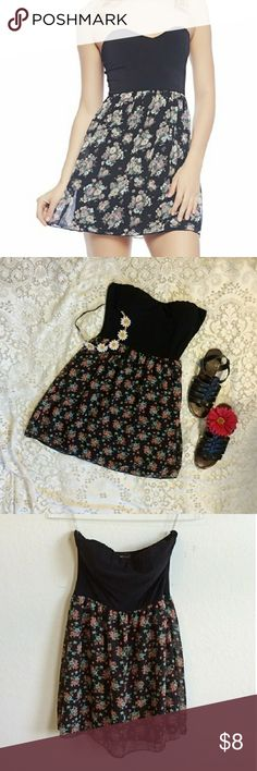 Wet Seal Floral Strapless Mini Dress Very slight pilling but in otherwise great condition! Top is stretchy and padded with a sweetheart neckline. Size large but is very short so would best fit a shorter girl or a medium Wet Seal Dresses Mini