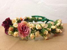 Coroa de Flores 💐🌸🌺🌼🌷🌿  Faço por encomenda e envio para todo Brasil.   #coroadeflores #floresartificiais #flores #artesanato #criatividade #trabalhomanual #arcodeflores #mulher #feminina #feminilidade #vaidade #fantasia #adereço #acessorio #acessoriofeminino #primaveraverao #primavera #verao