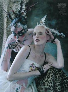 luv9 616x840 Karen Elson e Edie Campbell em Atlas: The Lion para Love Magazine #10 por Tim Walker  [Editorial]