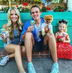 Family ice cream stop after Gianna Catalina's lengthy photoshoot-- Francesca was livin and lovin it for sure