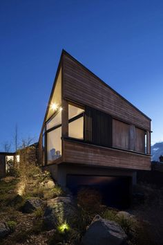 S-Shaped Family Residence Flanked by Gardens in New Zealand