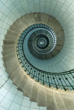 ╔╝Looking up the spiral staircase of a lighthouse ╚╗
