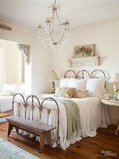 Vintage Shabby Chic Bedroom Furniture and Beddings.