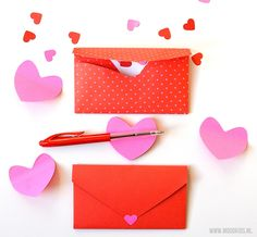 Tijd voor hartjes: vouw een hartjes envelop - Moodkids | Moodkids Valentines Day, Container, Holiday, Kids, School, Blog, Valentine's Day Diy, Young Children, Vacations