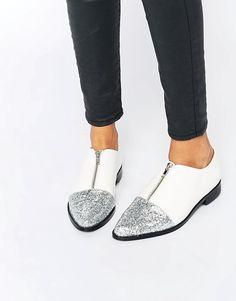 Bild 1 von ASOS – MAYOR – Spitz zulaufende, flache Schuhe mit Glitzer