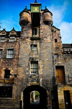 Tolbooth Tavern in Old Town, Edinburgh, Scotland. Canongate Tolbooth is a historic landmark of the Old Town section of Edinburgh. Built in 1591 as a tolbooth, a courthouse, burgh jail and meeting place, for the, then, separate burgh of the Canongate.