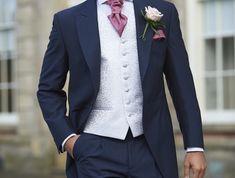 Smoking mariage – le papillon gentleman. costume mariage homme trois pieces  bleu marine avec veste en queue de pie ... 026336832da