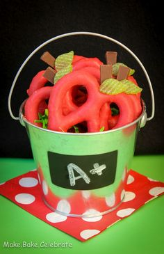 These are so cute - and she has pumpkin ones too!    MBC: Back to School Treat: Apple Pretzels