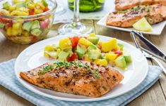 Grilled Lime Salmon with Avocado-Mango Salsa and Coconut Rice Salmon With Avocado Salsa, Spicy Salmon, Mango Salsa, Grilled Salmon, Salmon Dishes, Fish Dishes, Fish Recipes, Low Carb Recipes, Healthy Recipes