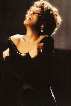 The song lyrics for the greatest love of all by Whitney Houston were crafted by Linda Creed under difficult circumstances. Whitney Houston, Beverly Hills, Vintage Black Glamour, Vintage Beauty, New Jersey, Black Girl Aesthetic, Bobby Brown, Beautiful Voice, Female Singers