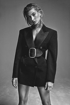 Hailey Baldwin Serves Up Cool Fall Looks in FASHION Magazine Hailey Baldwin lands yet another cover with the October 2017 issue of FASHION Magazine. Lensed by Richard Bernardin, the blonde beauty looks ready for fall … Foto Fashion, New Fashion, Trendy Fashion, High Fashion, Urban Fashion, Fashion Trends, Fashion Poses, Fashion Shoot, Editorial Fashion