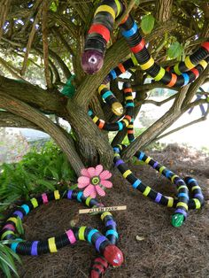 Twenty four talented student groups and their teachers joined with the Edison Ford to create imaginative and artistic sculptures of Lizards & Snakes for the gardens.