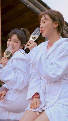 Irene Red Velvet, Wendy Red Velvet, Seulgi, Kpop Girl Groups, Kpop Girls, Korean Girl, Asian Girl, K Pop, Noora And William