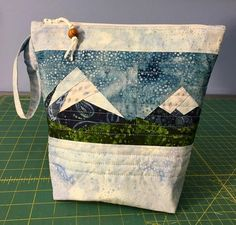 agilejack – agilejack Zipper Bags, Zipper Pouch, Quilting Projects, Quilting Designs, Small Knitting Projects, Denim Tote Bags, Miniature Quilts, Black And White Fabric, Patch Quilt
