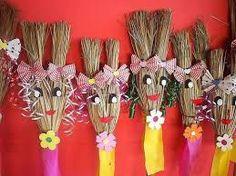 Resultado de imagem para vassouras decoradas