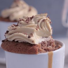 Coffee cupcakes with coffee frosting Cupcake Recipes, Baking Recipes, Dessert Recipes, Cookie Recipes, Frosting Recipes, Brunch Recipes, Easy Desserts, Delicious Desserts, Yummy Food