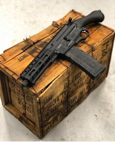 Wilderness Techniques And Strategies For survival tactics weapons Airsoft Guns, Weapons Guns, Guns And Ammo, Ar Rifle, Weapon Storage, Submachine Gun, Fire Powers, Concept Weapons, Custom Guns