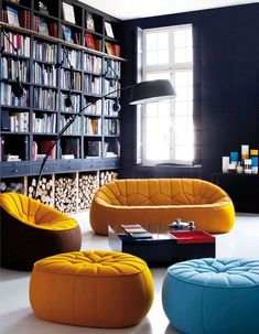 Déco : les 4 saisons en jaune curry - Elle Décoration Home Library Design, Family Room Design, Home Office Design, Living Room Seating Ideas Without Sofa, Bean Bag Living Room, Floor To Ceiling Bookshelves, Contemporary Shelving, Modern Shelving, Room Interior