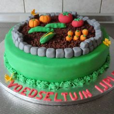 <3 Gardening cake with corn, carrots, tomatoes, pumpkins and beans.