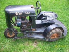 Antique Tractors, Vintage Tractors, Vintage Farm, Old John Deere Tractors, Small Tractors, Lawn Mower Tractor, Lawn Tractors, Agriculture Tractor, Tractor Implements