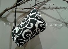 Funda para Djembé, diseño propio, totalmente cosido a mano. Rosa Blanca.