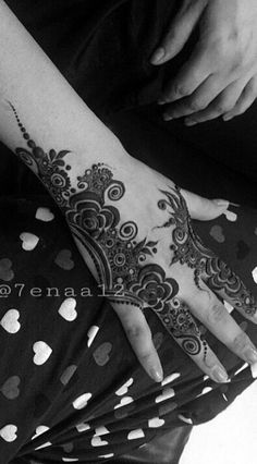 نقوش حنا Arabic Henna, Henna Mehndi, Henna Art, Modern Henna, Unique Henna, Hena Designs, Henna Tattoo Designs, Traditional Tattoo Flash, Neo Traditional