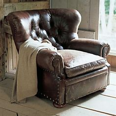 I really dislike leather furniture but I just love vintage leather chairs like this