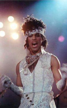 Classic Prince | 1984/85 Purple Rain Tour - I Would Die 4 U!