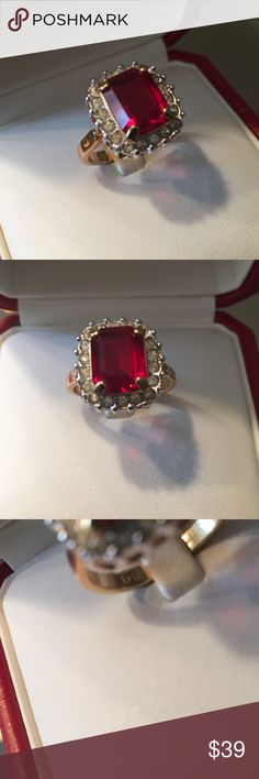 🌟🎉HP🎉 SARAH COVENTRY VINTAGE  STUNNING  RING 🎉HOST PICK🎉 STUNNING VINTAGE SARAH COVENTRY STATEMENT RING. SO BEAUTIFUL AND TIMELESS. MEASURES A SIZE 7 Jewelry Rings