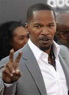 There are TWO ways to wear your #suit - with or without a #tie. Jamie Foxx goes casual here and leaves the tie at home.