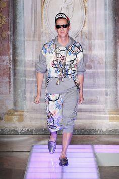 Moschino Spring 2016 Menswear Fashion Show - Jeremy Scott