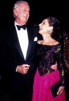 Hubert de Givenchy, Audrey Hepburn, and Robert Wolders attend the Eighth Annual Night of Stars Fashion Gala on November 1991 at the Waldorf Hotel in New York City. Famous Girls, Famous Women, Famous People, Audrey Hepburn Givenchy, Old Hollywood Stars, Ageless Beauty, British Actresses, Star Fashion, Style Icons