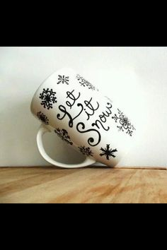 Happy holidays gift idea diy christmas mugs gift ideas do it yourself christmas mugs solutioingenieria Images