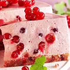 A kissé fanyar, savanykás ribizli már önmagában is zseniális, sütésmentes desszertként pedig egyszerűen nincsenek rá szavak.