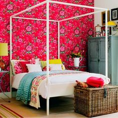 if i was single, i'd so have a pink floral wallpaper wall.....